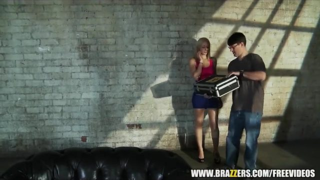 Big-boobed blonde Phoenix Marie loves assfucking